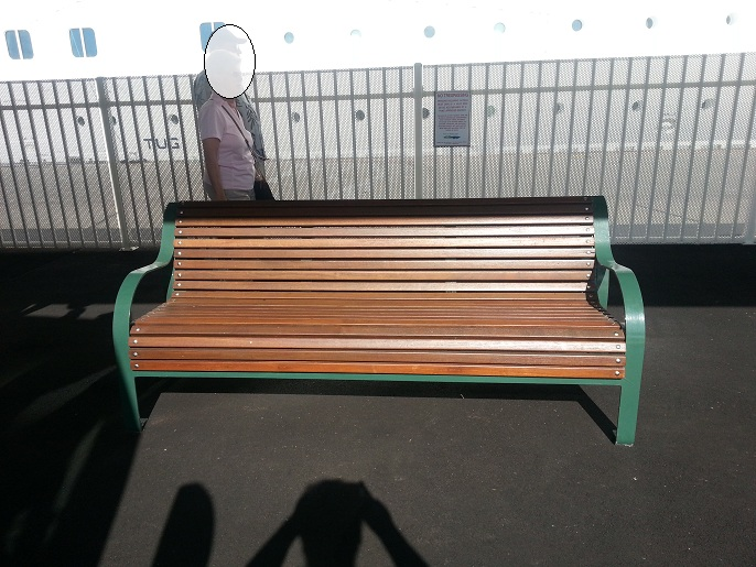 2 8 bancas y sillas pl sticas para amoblameito urbano for Sillas plasticas modernas