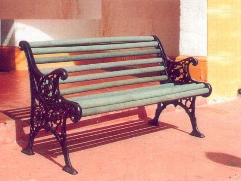 2 8 bancas y sillas pl sticas para amoblameito urbano for Sillas comedor plastico
